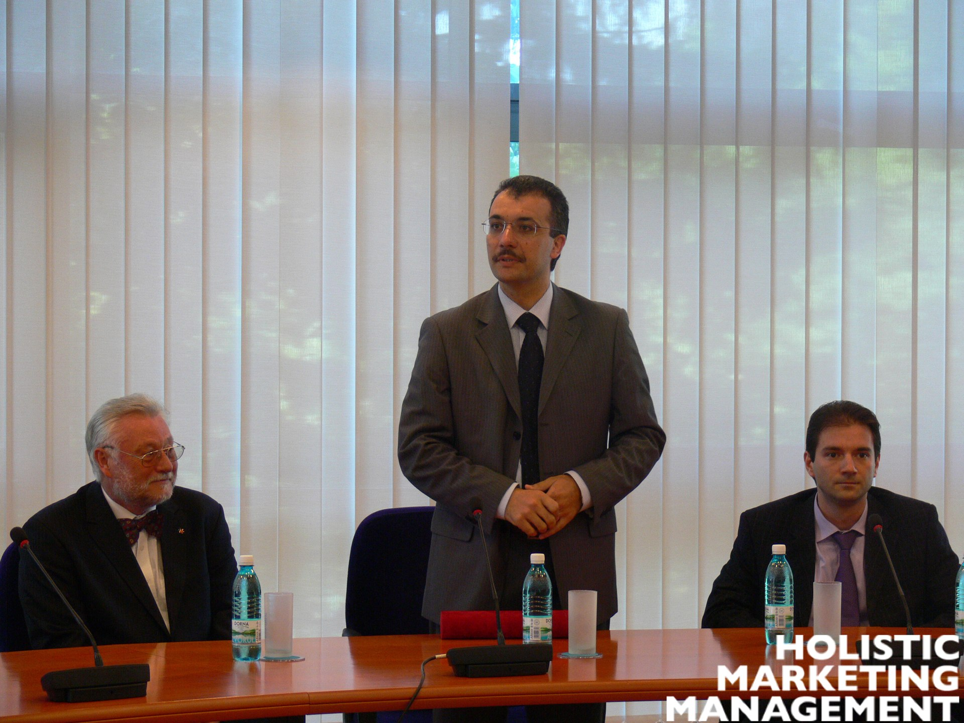 - Rector-Ovidiu-Folcut-between-the-special-invitee-Bernd-Hallier-at-the-left-and-Dean-Alexandru-Ionescu-at-the-right-opening-the-awarding-ceremony-on-the-1st-of-June-2011-copy1